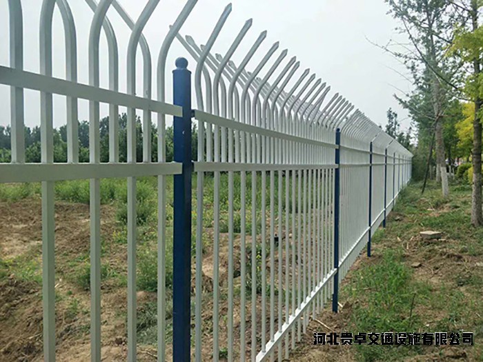 篮球场护栏网结构分为2个部分